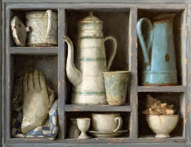 Серый шкаф. Живопись от Kenne Gregoire.