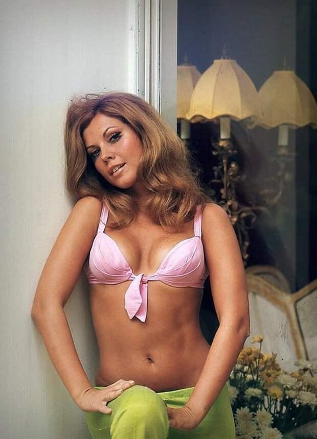 Красотка из 60-ых Жослен Лейн.