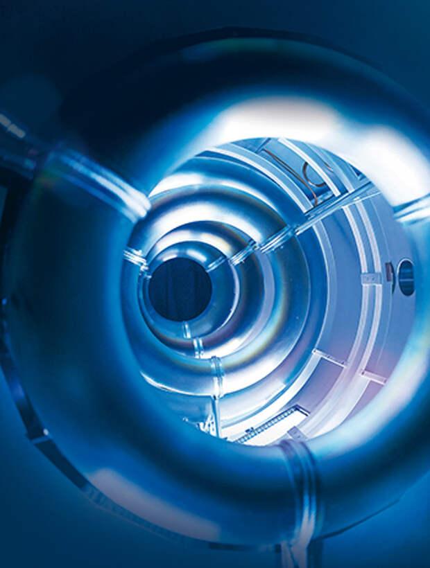 Кольца со сверхпроводящими магнитами будут удерживать плазму внутри камеры реактора