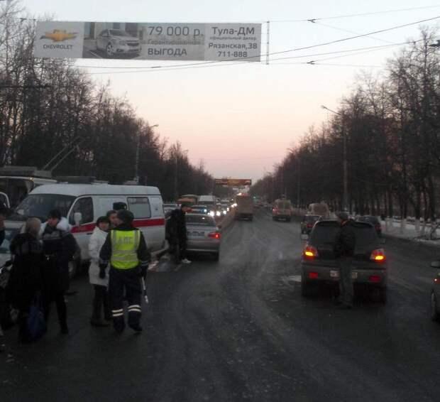 В центре Тулы столкнулись сразу четыре машины - сводка ДТП в Тульской области