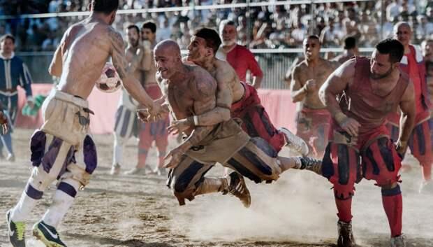 Флорентийский футбол: мало для войны, но жестоко дляигры