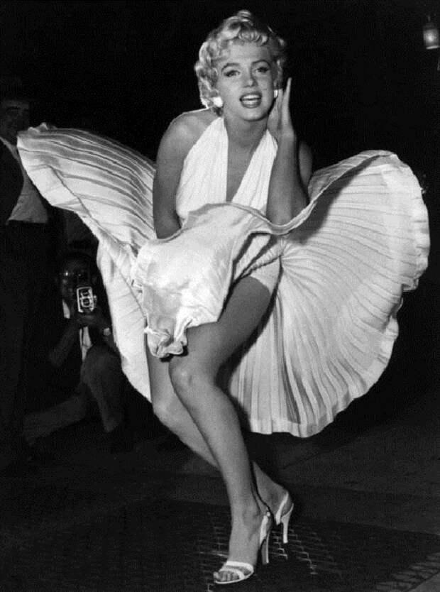 Мэрилин Монро в «летящем» платье. | Фото: thevintagenews.com.