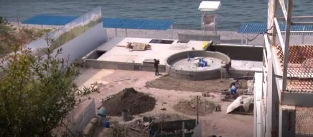 Фекальный коллектор у «голубых унитазов» в Севастополе станет бассейном