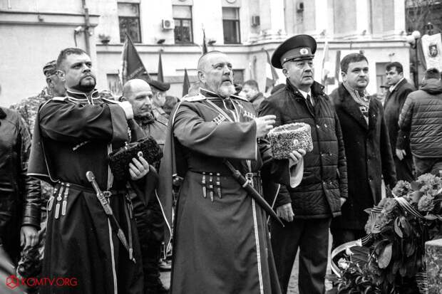 В Симферополе отметили годовщину создания Народного ополчения Крыма 12