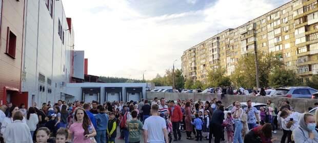 Эвакуация ТЦ «Италмас» в Ижевске, смерть сооснователя группы «Зоопарк» и потоп в Нью-Йорке: новости к этому часу