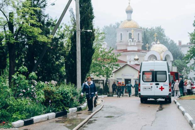 Пожар произошел на территории храма в 1-й горбольнице Севастополя