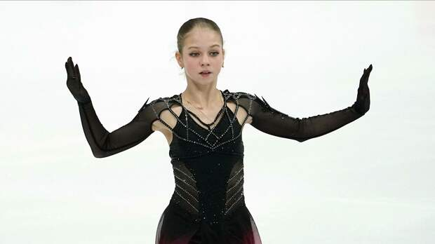 Александра Трусова опровергла бойкот из-за смены тренера: «Все девочки из группы Этери Георгиевны общаются со мной так же». А также прокомментировала слухи про возвращение