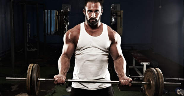 Убирает толстый живот Большая часть посетителей тренажерных залов добивается, в первую очередь, снижения процентного соотношения жира в организме. Вот только делают они это чаще всего не совсем правильно: уделяя значительную долю времени на кардиоупражнения, и пропуская занятия с тяжелыми весами. Между тем недавнее исследование ученых из Гарвардского университета показало, что люди гораздо быстрее сбрасывают вес именно благодаря тяжелой атлетике. Кроме того, то же исследование подтвердило ускорение метаболизма, благодаря которому вы будете сжигать калории в течение 48 часов после самой тренировки.