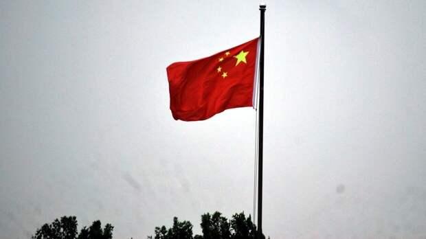 Один человек погиб при сильном взрыве на ремонтном заводе в Китае