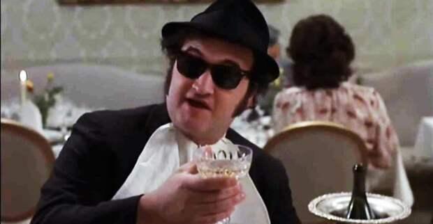 Джон Белуши умер через два года после выхода фильма «Братья Блюз». Кадр из фильма