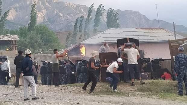 Почему таджики и киргизы не захотели решить свой давний конфликт с помощью Москвы