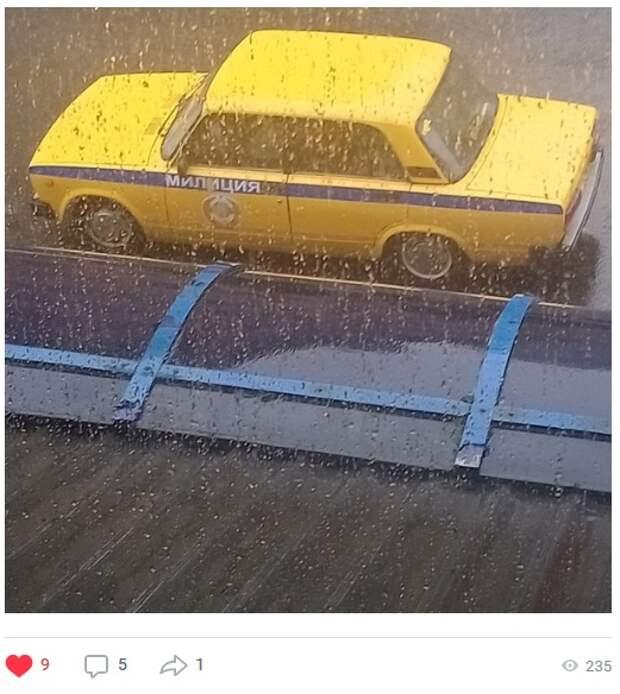 Фото дня: в Южном Медведкове вновь заметили машину из прошлого