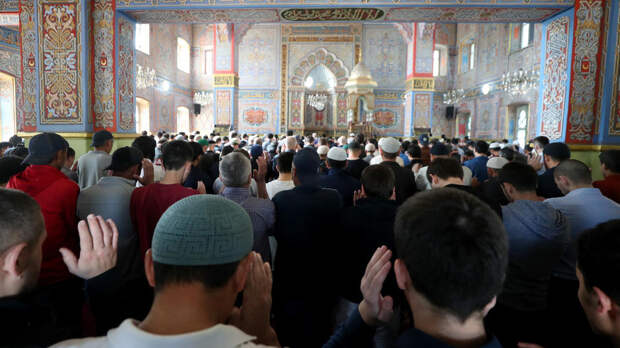 Путин поздравил российских мусульман с праздником Ураза-байрам