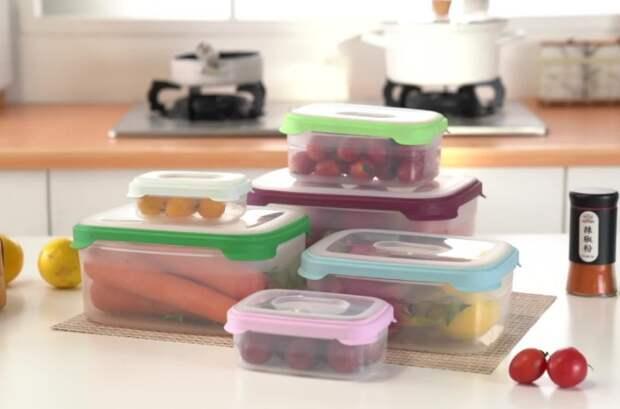 Пластик быстро впитывает запахи, поэтому важно сразу мыть контейнеры / Фото: img.alicdn.com