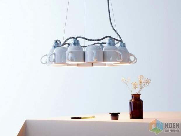 Необычная люстра: свет из чашки