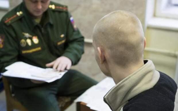 17-летняя девушка изКурска привела ввоенкомат 30 призывников