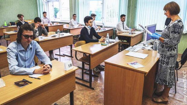 Заслуженный учитель РФ рассказал, почему школьникам не удастся списать на ЕГЭ