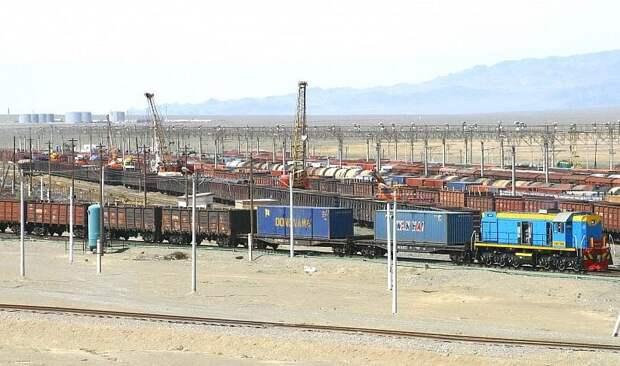Более 180 грузовых жд-составов отставлены от стыков из-за действий Китая – КТЖ