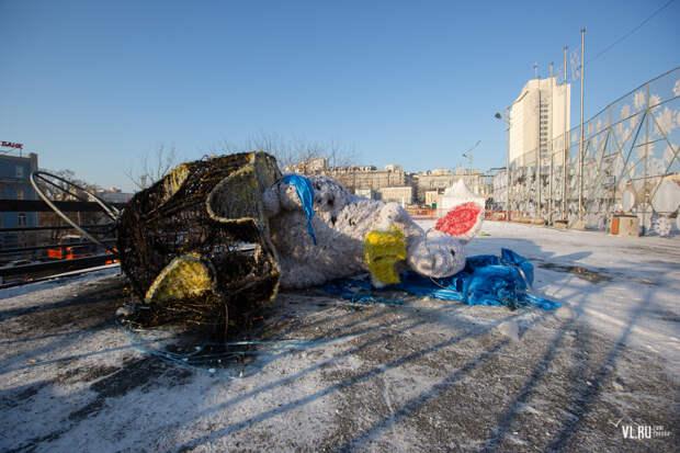 Фигуру мыши за 677 тыс рублей сожгли во Владивостоке