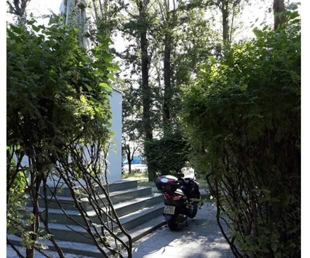 Украденный мотоцикл спрятали в Капотне на самом видном месте