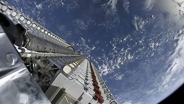 Компания SpaceX отправила на орбиту 54 спутника связи