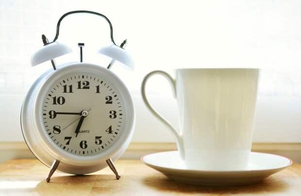 alarm-clock-2116007_1280-1024x668 Как легко вставать по утрам: 8 полезных рекомендаций