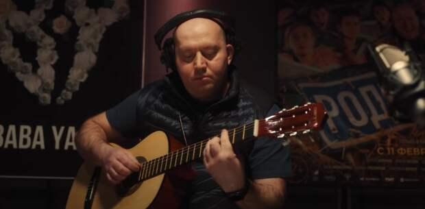 Бурунов спел дуэтом с солистом группы «Любэ»