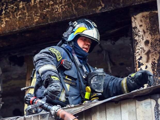 Завернутый в ковер труп женщины нашли после пожара в квартире в Зеленогорске