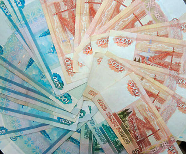 Россияне снова забирают деньги из банков