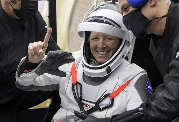 """Астронавт НАСА не нашла различий в полётах на """"Союзе"""" и Crew Dragon"""