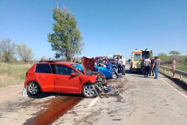 Девять человек пострадали в крупной аварии под Астраханью