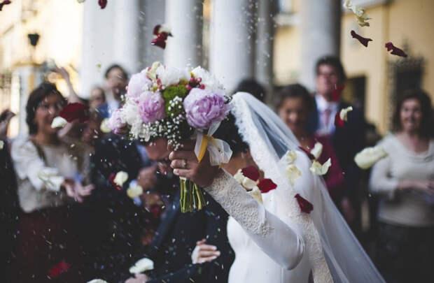 Астролог объяснила, как на семейную пару влияет месяц свадьбы