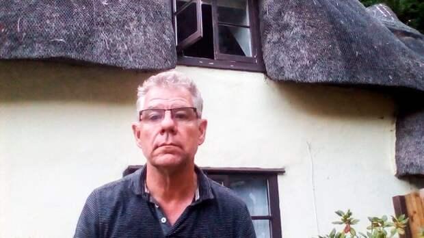Британец снял на видео как невидимка открывает окна в доме