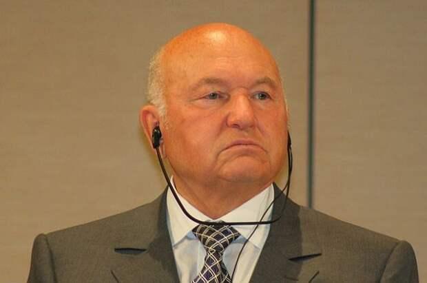 Песков прокомментировал предложение назвать площадь в честь Лужкова
