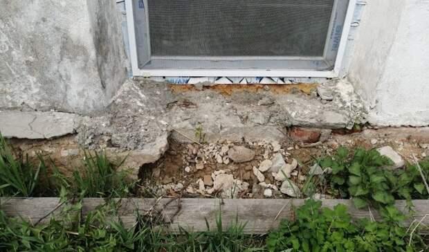 Сырость иплесень: Отец-одиночка из Богородска пожаловался назатопленное жилье