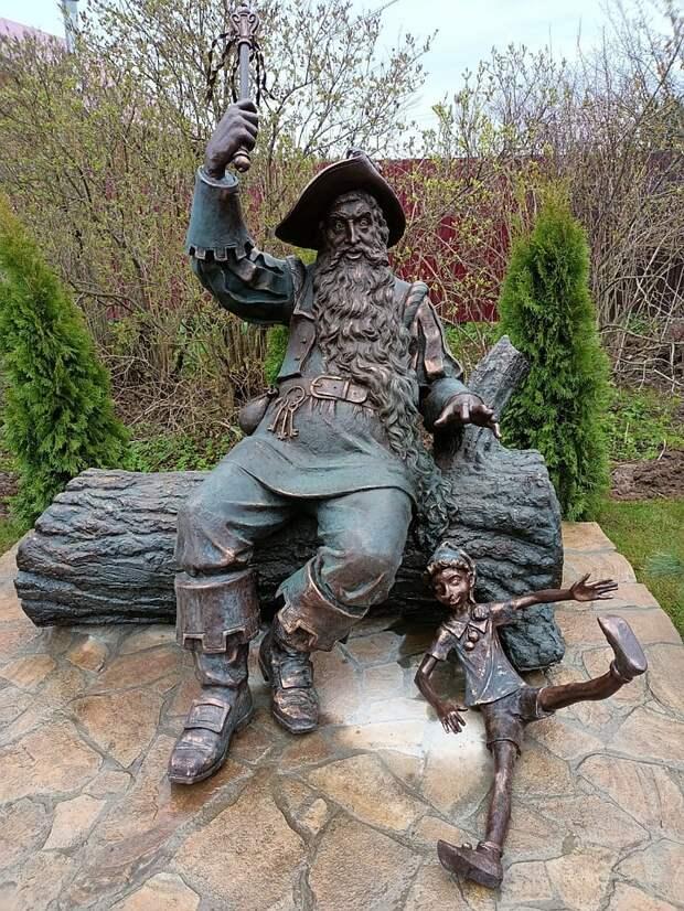 В деревне Долгиниха открыли памятник Владимиру Этушу