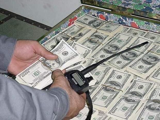 Эксперт: Банки вывезли рекордный объём валюты— это может повлиять накурс рубля