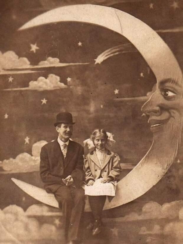 Картонная луна