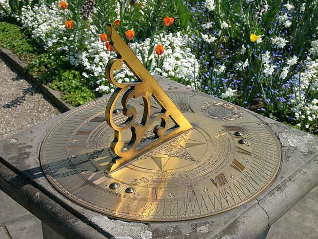 http://www.online-utility.org/image/ImageCache?file=6/63/Sundial_berggarten_hg.jpg/800px-Sundial_berggarten_hg.jpg