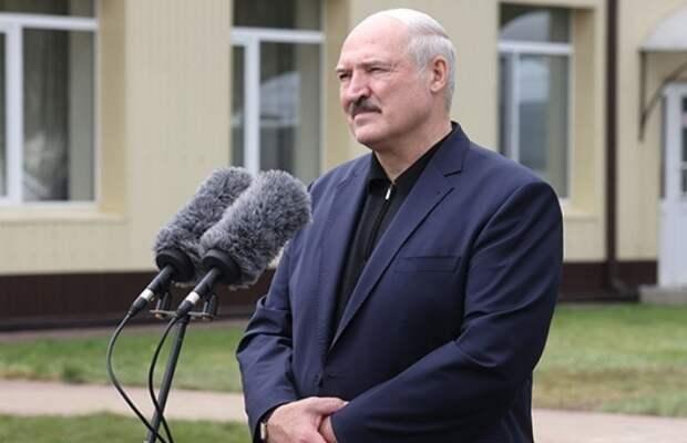 Лукашенко: учителя, не принимающие государственную идеологию, в школе работать не должны