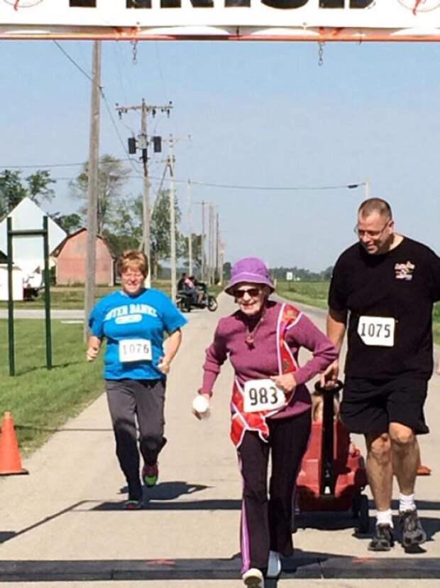 Татухи и спорт: 8 пенсионеров, которые начали жить полной жизнью после 60-ти