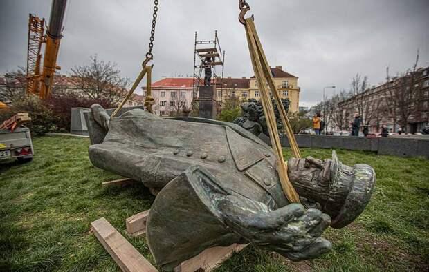 Снос памятника маршалу Коневу в Праге: как следует ответить провокаторам