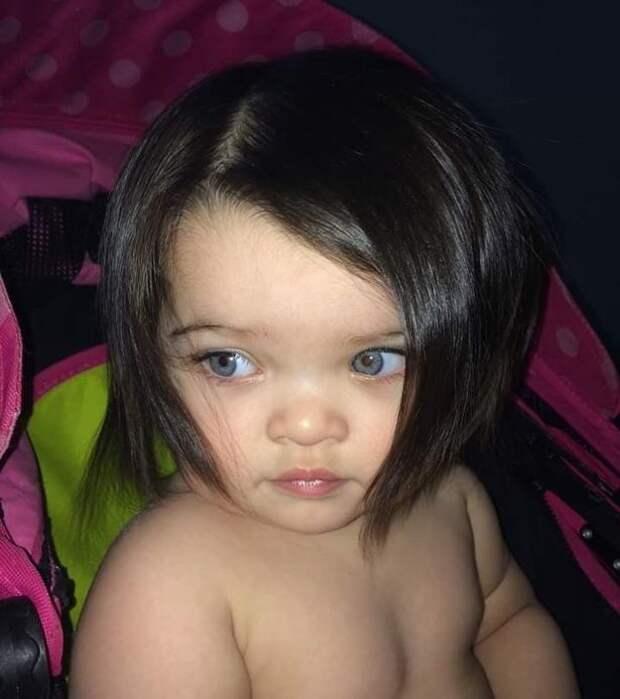 Младенец прославился в Сети своими удивительно густыми волосами