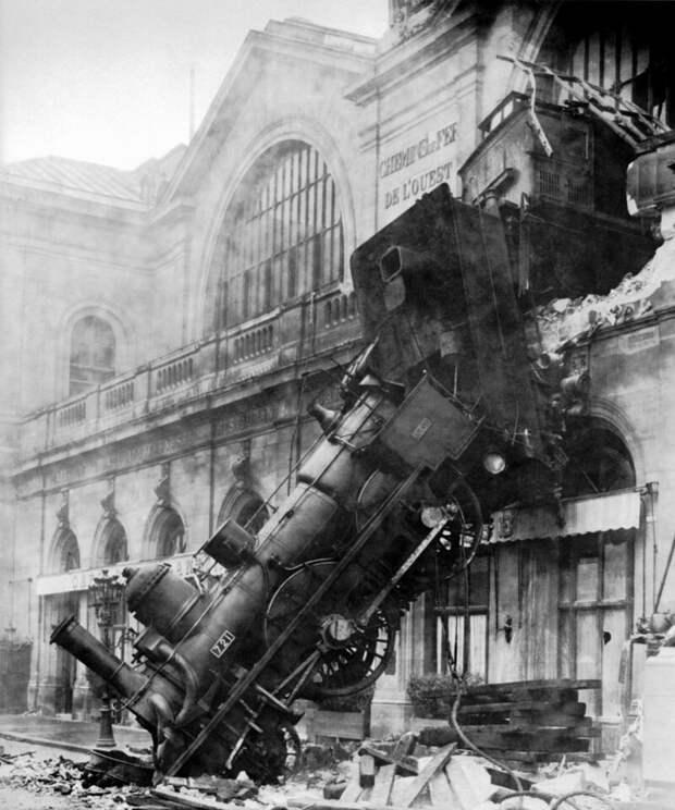 Поезд преодолевает буферную остановку после отказа воздушного тормоза история, люди, фото