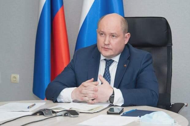 Развожаев попросил Путина помочь детям и нелегалам