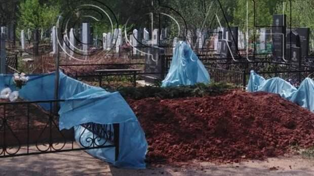 Двоюродных брата и сестру похоронили в Казани после нападения на школу