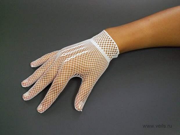 С чем носить белые перчатки, кроме свадебного платья