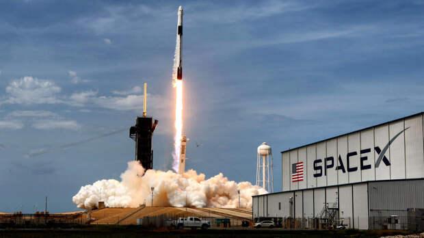 SpaceX выиграла контракт на доставку астронавтов на Луну