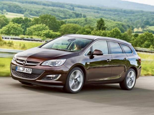 Сравниваем Opel Astra Sports Tourer и Opel Mokka: вирус оджипления