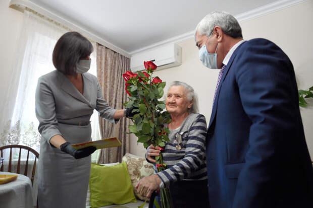 В Международный день пожилых людей Глава Адыгеи поздравил старейших жителей республики